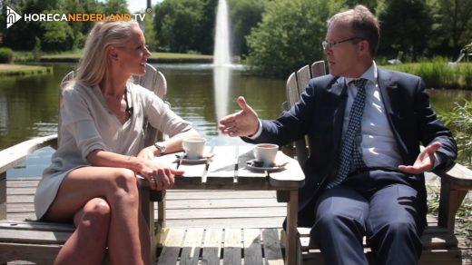 Carien Keizer bezoekt in Wellness Nietes Fontana Resort Bad Nieuweschans. Ze spreekt directeur Jos Keizer en ondergaat een speciale acupunctuurbehandeling.