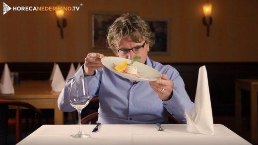 Het lekkerste toetje? Dat is voor menigeen panna cotta! Maar waar komt panna cotta vandaan? HorecaWeetjes vertelt je meer over dit heerlijk romige dessert.