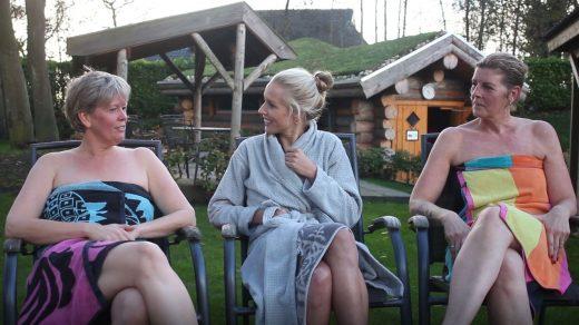 Carien Keizer gaat op bezoek bij Thermen & Beauty LeeuwerikHoeve in Burgum. Daar spreekt ze met diverse vaste gasten over hun liefde voor de sauna.
