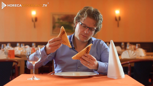 Ziet het er nou eenmaal leuk uit of is er een andere reden dat tosti's altijd schuin worden doorgesneden? Waarom wordt een tosti altijd schuin doorgesneden?