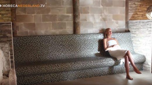 Carien Keizer is op bezoek bij Fontana Resort Bad Nieuweschans voor ultieme ontspanning. In deze aflevering kijken we hoe een saunagang in z'n werk gaat.