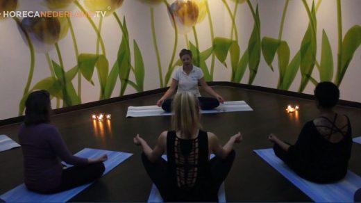 Carien Keizer gaat op bezoek bij Fontana Resort Bad Nieuweschans. In deze aflevering besteden we aandacht aan de heilzame effecten van Yoga.
