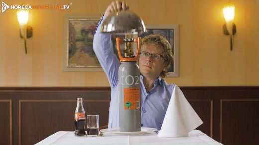 HorecaWeetjes! Iedereen kent de prikkelende belletjes in frisdrank of bier wel: het koolzuur! Maar waar komt dit product vandaan? Wat is koolzuur eigenlijk?